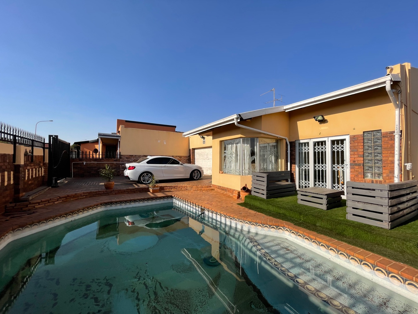 View Property Ref No: 19070